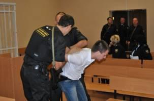 В смоленском суде приставам пришлось успокаивать неадекватного мужчину
