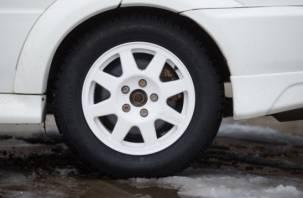 Машина осталась без колёс и дисков. В Вязьме ограбили склад