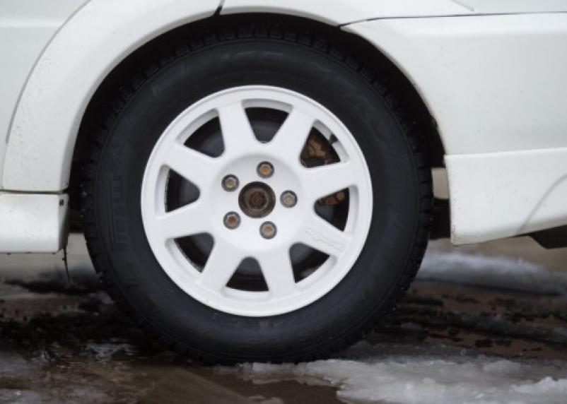 На трассе М-1 в Смоленской области произошло ДТП. Водитель получил ранения