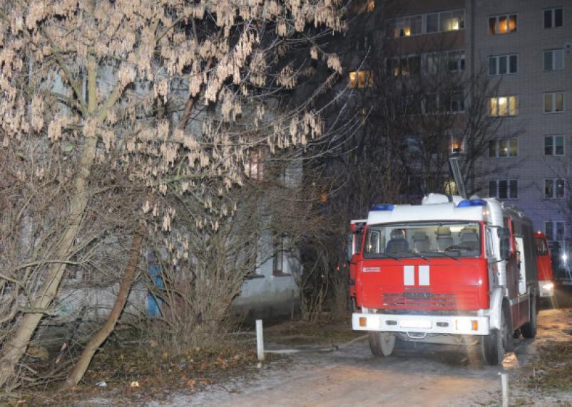 Спасали всей семьей. Toyota Land Cruiser горела в Смоленском районе