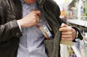 Всё мало: трое мужчин украли в смоленских магазинах алкогольные напитки