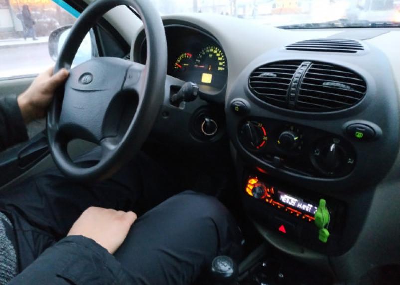 В Смоленске на Лавочкина орудуют детки: ломают замки в авто и воруют магнитолы