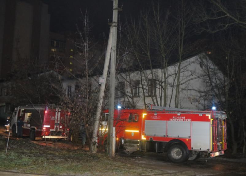 В Ельне в горящем нежилом доме нашли труп мужчины
