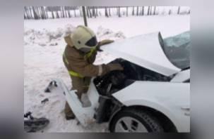 В Смоленской области водитель легковушки припарковался в кювете