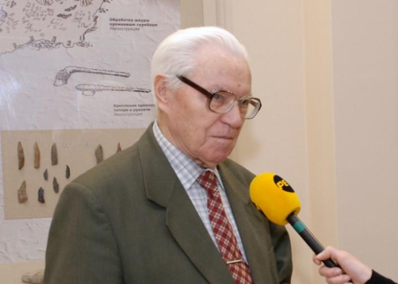 Известный смоленский археолог Евгений Шмидт отметил 98-летие