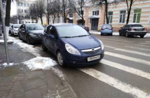 Автохам в Смоленске припарковался на тысячу рублей