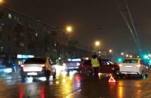 В Смоленске на Шевченко ДТП перекрыло дорогу