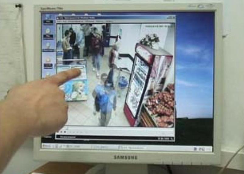 В Смоленске две девушки украли аудиоколонку из магазина