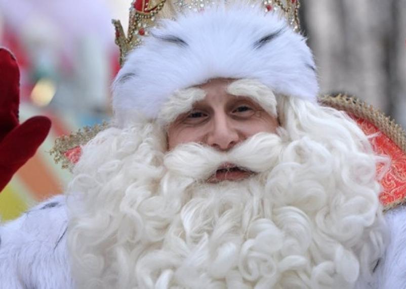 Треть взрослых пишут письма Деду Морозу и просят квартиры и повышение зарплаты