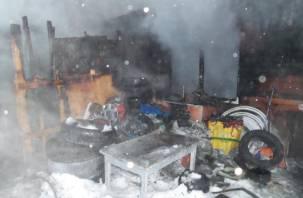 В Смоленской области горело здание шиномонтажа