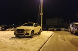 В Смоленске водитель BMW ответит за парковку на пешеходной зоне