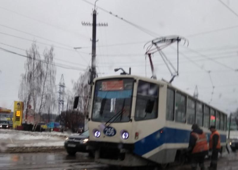 Что-то пошло не так. В Смоленске трамвай сошел с рельс