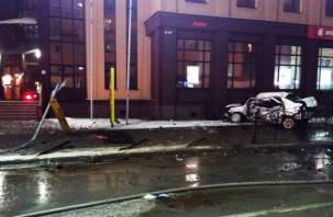 Фото с места ДТП в центре Смоленска. Один погиб, шесть человек пострадали