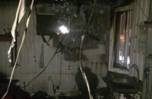 В Смоленске во время пожара в десятиэтажке пострадал мужчина