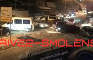 В Смоленске ДТП на Свердлова создало транспортный коллапс