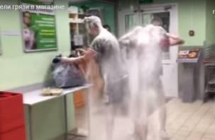 Ради репостов сафоновские школьники ходят в трусах в магазин, бьют на голове яйца и обсыпаются мукой