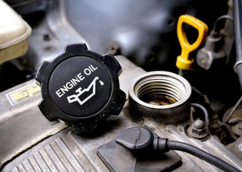 Эксперты рассказали, как выбрать качественное моторное масло