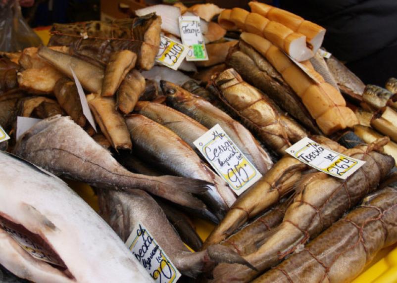 В чем таится опасность сушеной и копченой рыбы