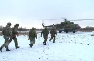 Бойцы Росгвардии десантировались под Смоленском. Видео появилось в Интернете