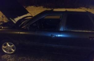 «Взломали, хотели угнать». В Смоленске ночью водителю разбили машину