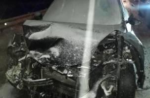 В Смоленской области на М-1 раскрутило «Ниссана» и выбросило под фуру. Пассажирка госпитализирована