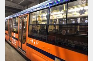 По Смоленску начал курсировать новогодний трамвай