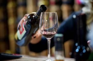 Дешевле шампанского? В России установят минимальную цену на вино