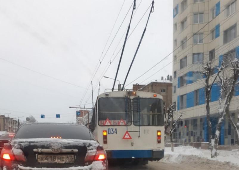 В Смоленске масштабная пробка на Шевченко. Троллейбусы стоят