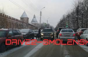 В Смоленске на Докучаева из-за ДТП пробка