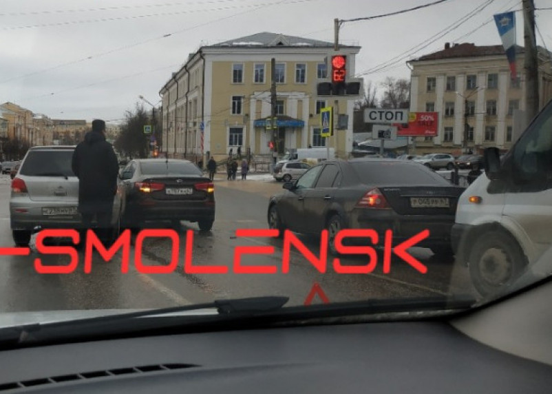 «Советская колом стоит». В Смоленске из-за ДТП собирается пробка