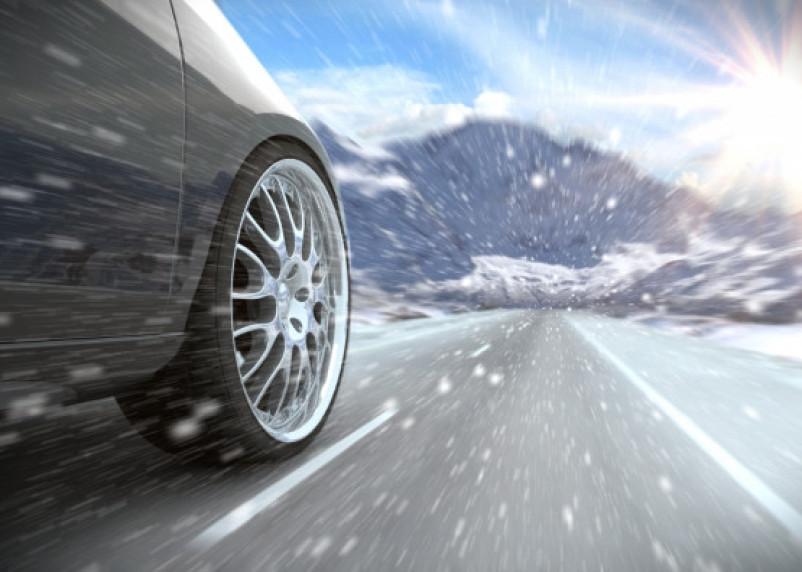 В РФ хотят снизить скорость движения автомобилей в зимний период