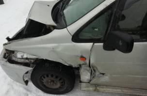 В Смоленской области иномарка влетела в «Камаз», а затем в двух пешеходов. Виновник ДТП скрылся