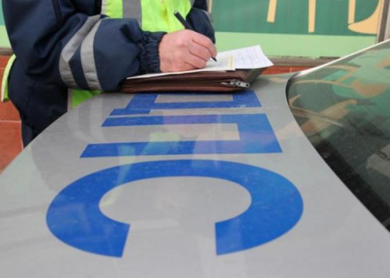 В Смоленске инспекторы ГИБДД нашли у пассажира авто наркотики