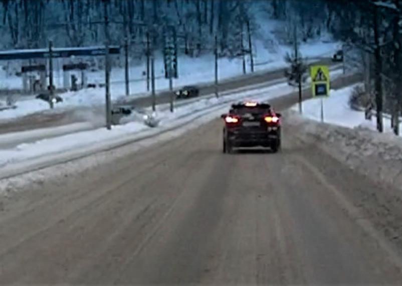 Момент «полета» Daewoo Matiz в Смоленске попал на видео
