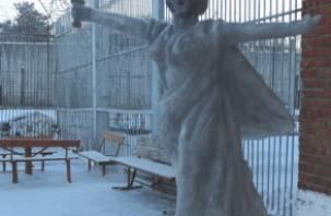 Смоленские осужденные устроили снежные битвы. Это стоит увидеть