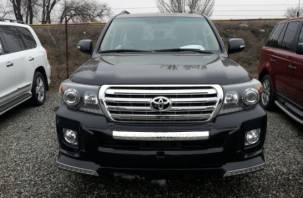 У смолянина с неохраняемой парковки похитили Toyota Land Cruiser почти за 3 млн рублей