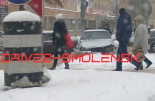 В Смоленске на Кирова произошло жёсткое ДТП