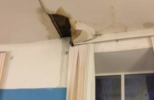 В Рославле обвалился потолок в школе