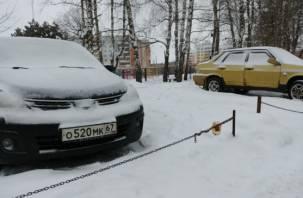 Легальны ли ограждённые цепями дворовые парковки в Смоленске?