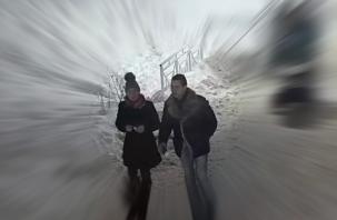 Вандалы, оторвавшие букву «А» в Соловьиной роще, попали на видео. Их разыскивают