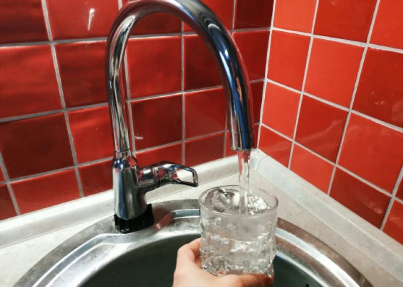 Мясников дал совет гипертоникам по количеству выпиваемой воды