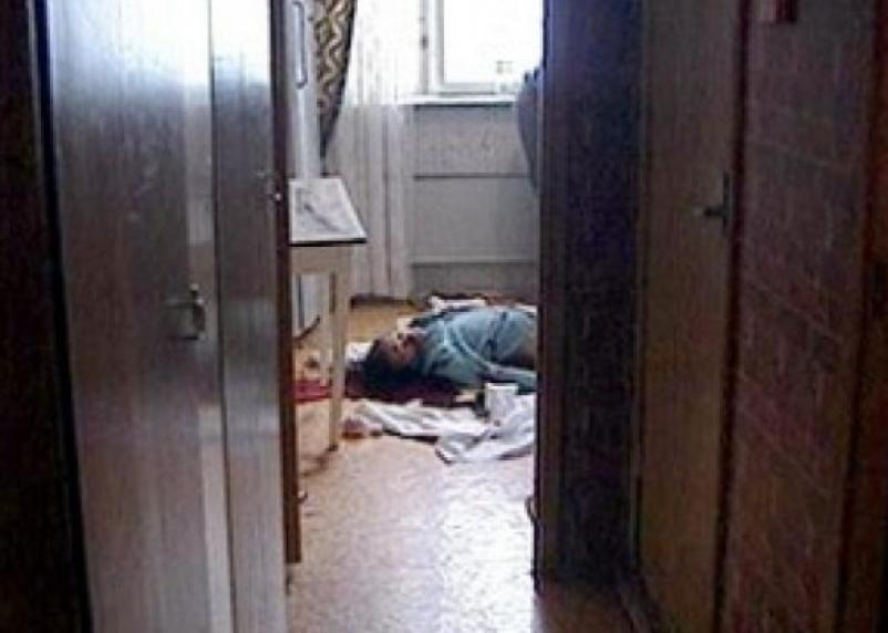 Житель Гагарина зарезал соседку и сказал, что обнаружил тело убитой