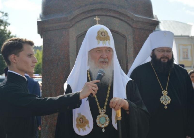 Патриарх Кирилл просит россиян не посещать богослужения в храмах