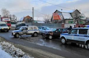 «Лада» врезалась в полицейскую машину. В Заднепровье собирается пробка из-за ДТП
