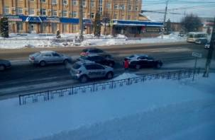 Троллейбусы стали. В Смоленске произошла авария из трех авто