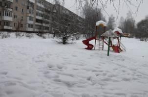 «Снежный фронт». Детские площадки в Смоленске – сплошные сугробы