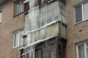 Прижаться к стене. Россиянам рассказали, как спастись от сосулек в оттепель