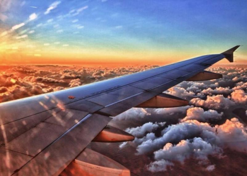 Какие места следует занимать в самолете, если боишься летать