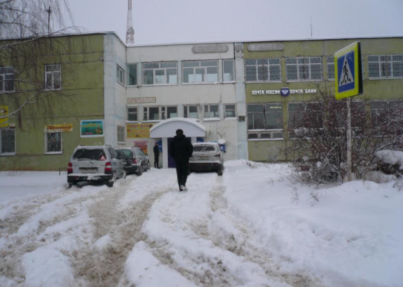 В больницу и школу не пробраться. В Кардымове можно передвигаться только на лыжах