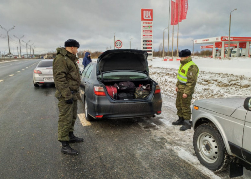 Москвич устроил гонки со смоленскими пограничниками и гаишниками. Просто так